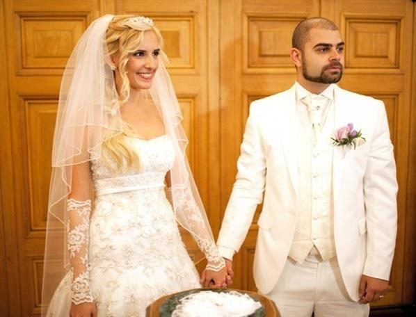 Для просмотра фотографий со свадьбы